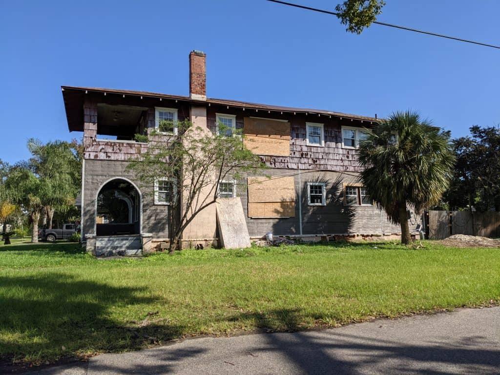 Jacksonville run down Riverside house
